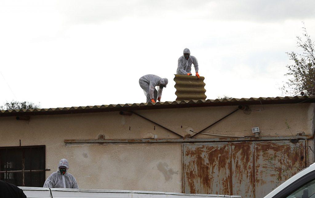 פירוק גגות אסבסט